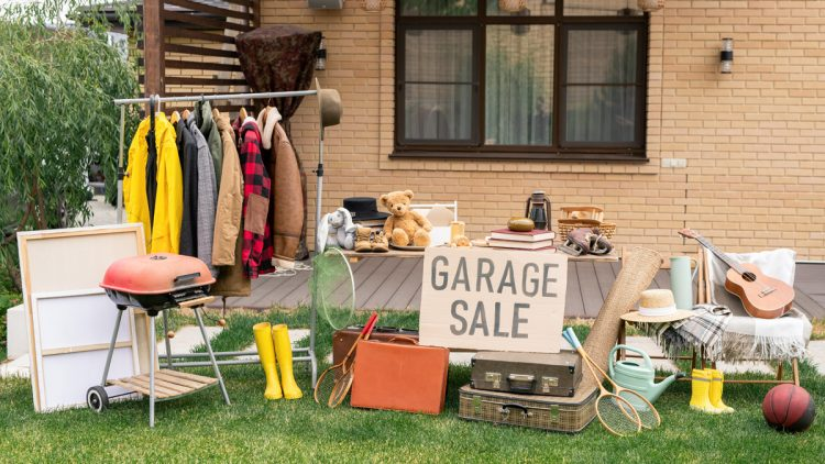 Renting-A-Dumpster-For-Garage-Cleaning-750x422